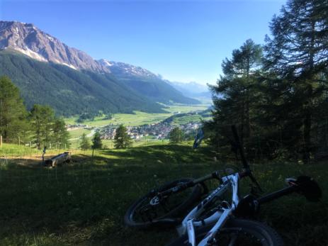 Biketour Alp Griatschouls, Blick auf S-chanf